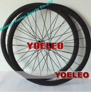 China 700C Carbon Wheels Clincher 38MM Black Spokes Black Hubs 3K Glossy on sale