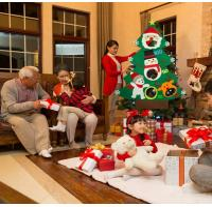 China Customized Felt Christmas Tree Decoration Snowball Throwing Game Set Beautiful on sale
