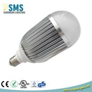 China Aluminum High Brightness E27 7W LED Bulb Light with TUV/CE/GS/RoHS on sale