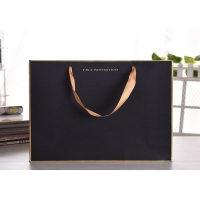 Quality Luxury gift kraftpaper bag with silk ribbon handle wholesale