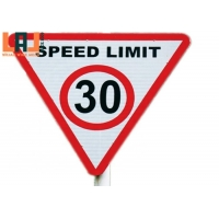 Triangular Shaped 2mm Thick Reflective Traffic Signs City Traffic Controlling for sale