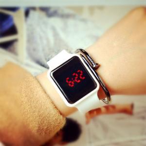 China Wholesale new promotional gift silicone bracelet LED electronic watch on sale