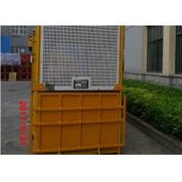 China Single Cage 1000kg Material Personnel Hoist With Counterweight on sale