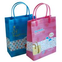 China wholesale cartoon handle pp plastic shopping bag, plastic bag with handle, plastic gift bag on sale