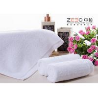 China ZEBO Disposable Hotel Towel Set White Color 21S / 32S / 16S Cotton Yarn on sale