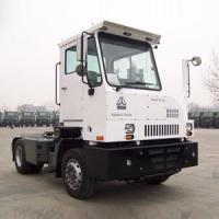 China 50t - 90t Sinotruck Terminal Tractor Port With 5th Wheel Lifted Right / Left Driving on sale