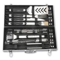 Quality stainless steel handle with rubber foil insert 33 pcs grills tool set with aluminum case wholesale