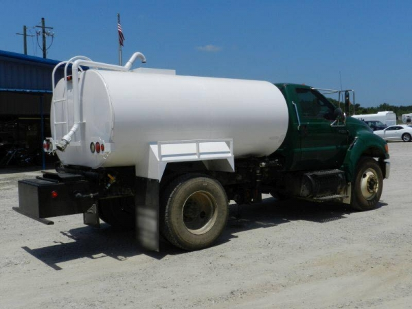 Cheap All Used Equipment CEW-2097 2000 gallon Water tank on '06 Ford F-750 Truck for sale