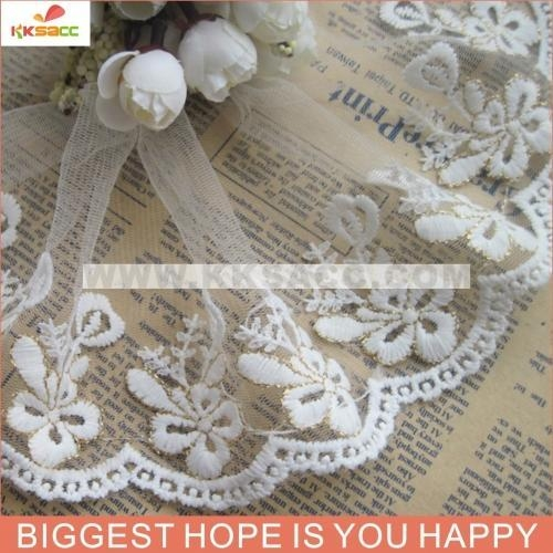 China wholesal stock white cotton and gold line lace trimming for clothes