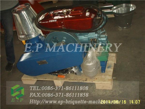 China cheap diesel engine pellet mill besting selling in Italy