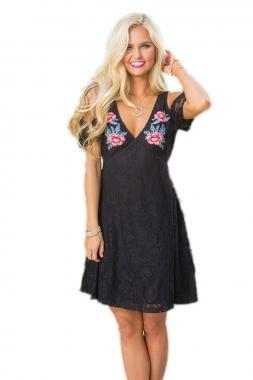 Cheap New Arrivals Black Cold Shoulder Floral Embroidery Lace Dress for sale